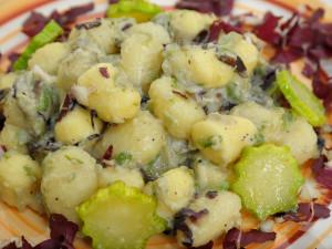 Gnocchi di patate, zucchine, zafferano e radicchio
