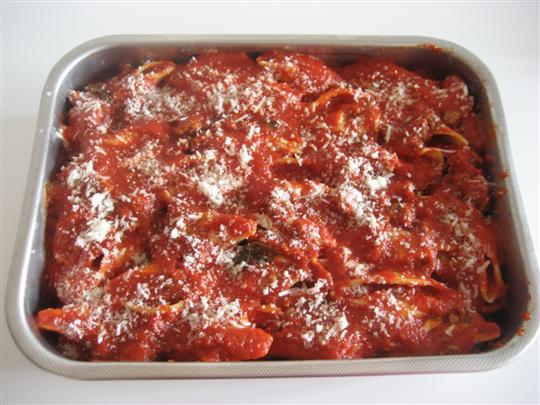 Spolverare con del parmigiano e cuocere in forno preriscaldato a 180° per circa 20 minuti