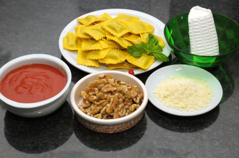 Raviolini gratinati al pesto rosso di ricotta e noci ingredienti