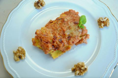 impiattamento raviolini gratinati al pesto rosso di ricotta e noci
