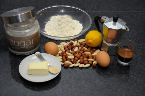 Ciambellone alle nocciole mandorle e caffè ingredienti
