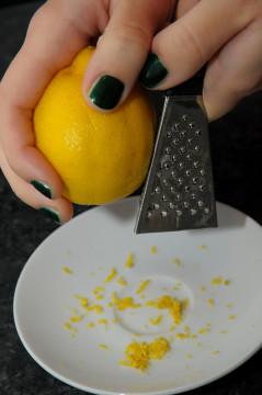 scorza di limone grattata