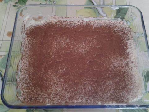 spolverare con abbondante cacao amaro