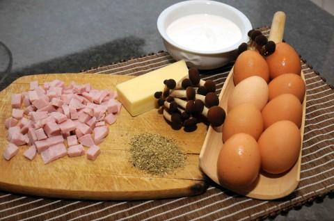 ingredienti uova sode con panna, funghi pioppini e prosciutto cotto