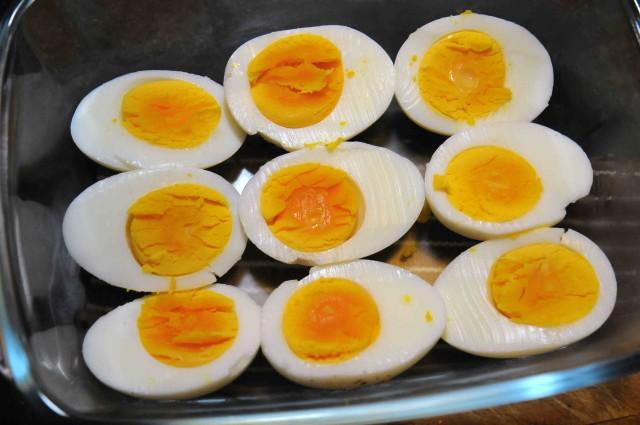 uova sode in teglia