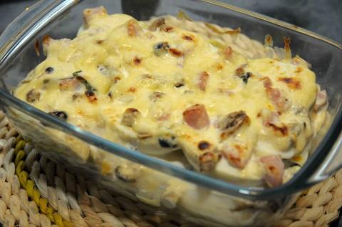 uova sode con panna, funghi pioppini e prosciutto cotto
