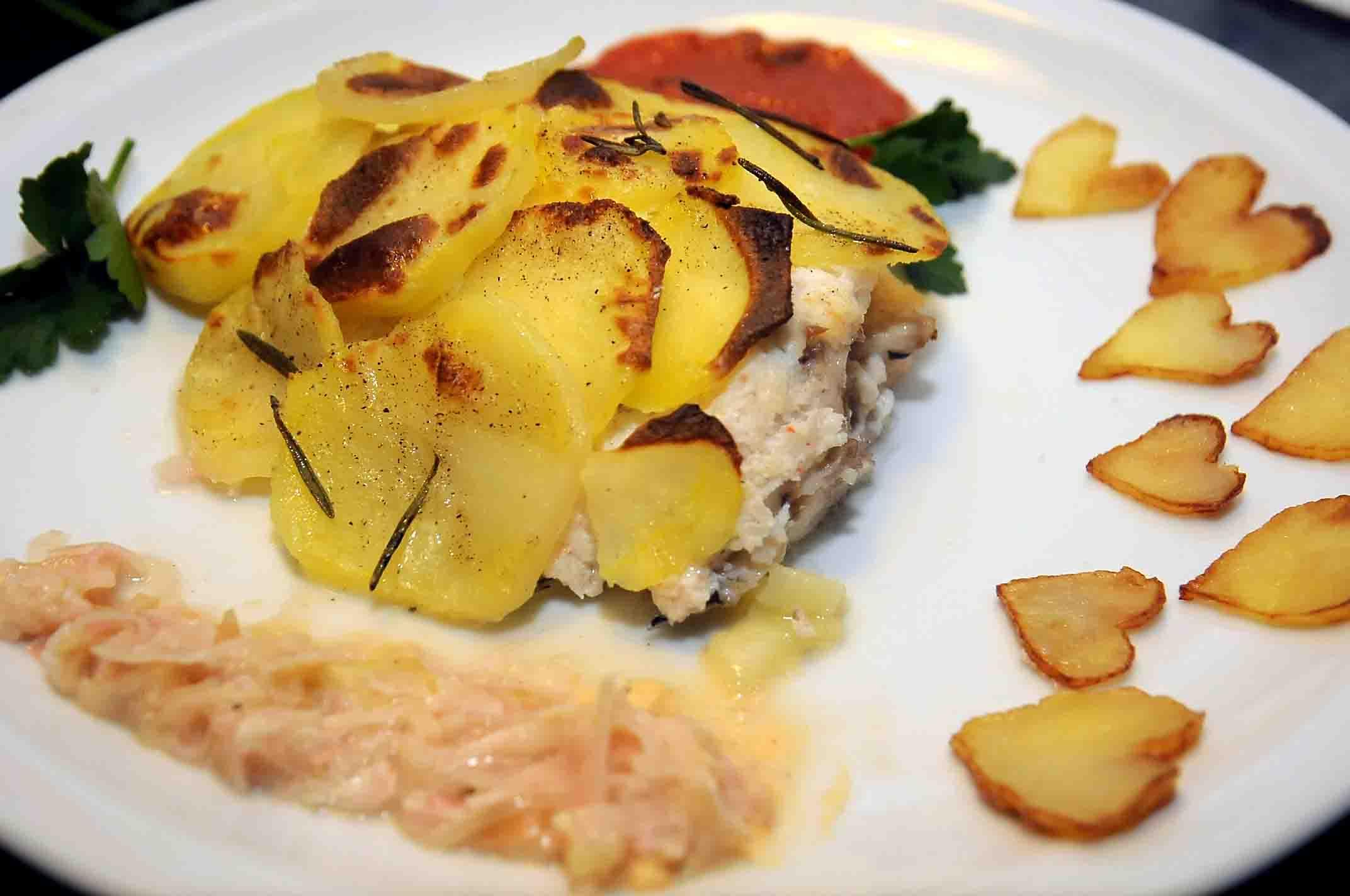 Orata in salsa di gamberetti e crosta di patate