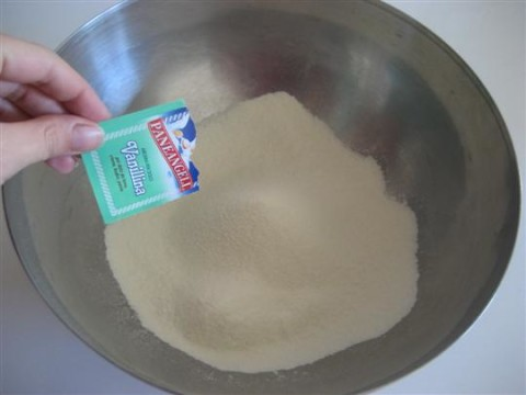 Aggiungere farina e vanillina