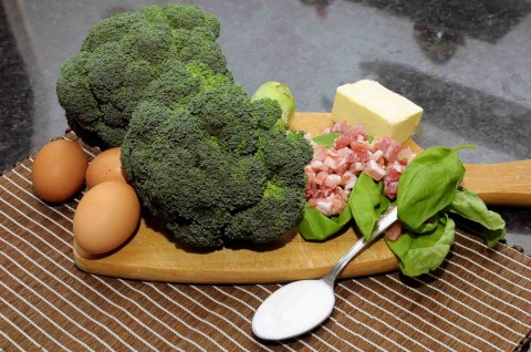 Ingredienti per il Flan di broccoli e pancetta