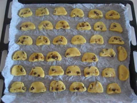 Cuocere in forno preriscaldato a 180° per circa 10 minuti finchè saranno dorati