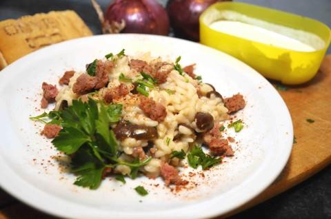 Risotto piccante alle olive e salsiccia presentazione
