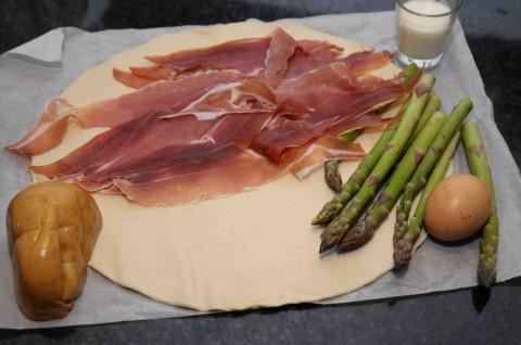 Sfogliata con asparagi, prociutto crudo e scamorza ingredienti
