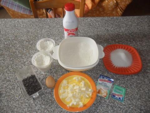 Dolce di pasta frolla ripieno di ricotta e gocce di cioccolato ingredienti