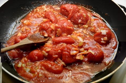 soffritto di pomodoro sedano e cipolla