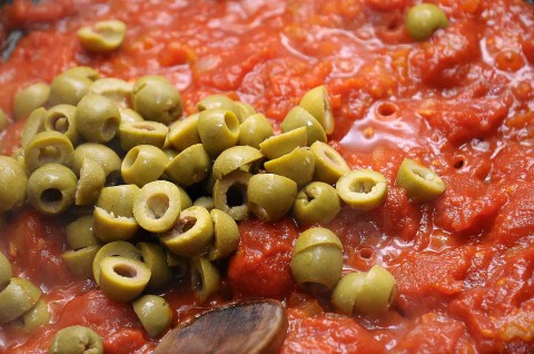 aggiungete le olive al pomodoro